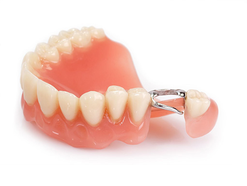 Dental Dentures Specialist in Walled Lake Michigan - Helping Patients improve their smile